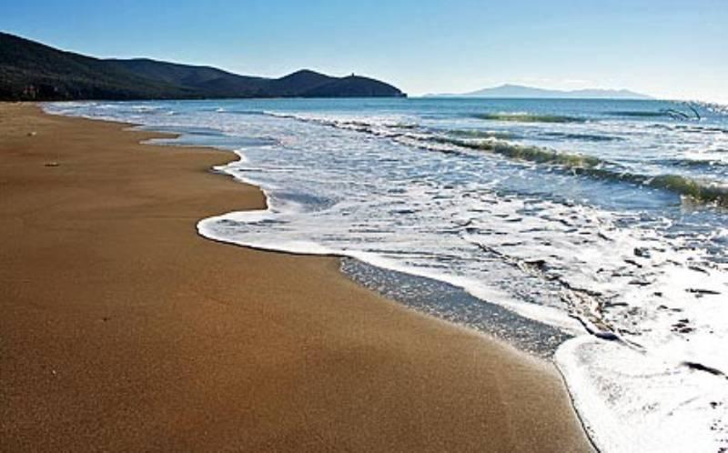 follonica-mare-bellissimo-e-tante-cose-da-visitare